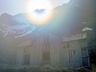 Ruined house - p945m1497422 by Aurelia Frey