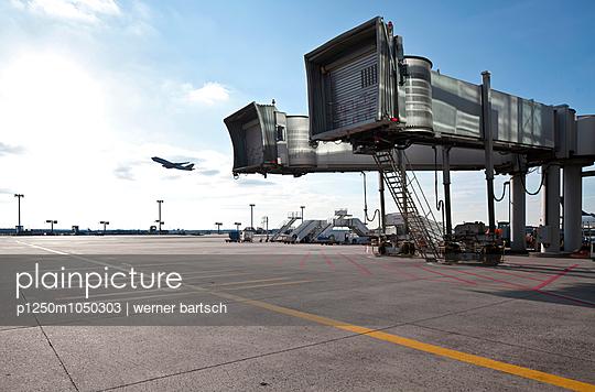 Airport - p1250m1050303 by werner bartsch