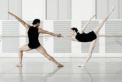 Ballet dancers rehearsing - p300m884813 by Corwin von Kuhwede