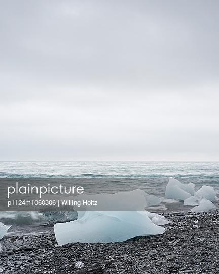 Eisscholle am Strand - p1124m1060306 von Willing-Holtz