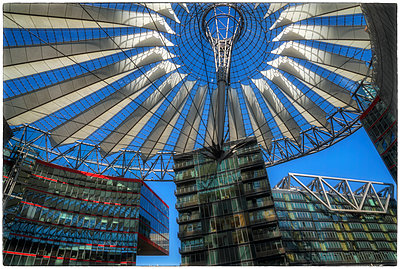 Sony Center Berlin Dachkonstruktion - p1154m1193257 von Tom Hogan