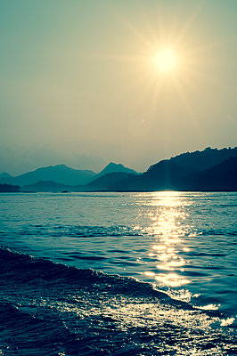 Mekong river, Laos - p1170m1559027 by Bjanka Kadic