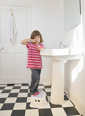 Girl cleaning teeth - p4297187f by Ashley Jouhar