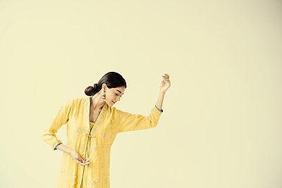 Indian woman dancing - p555m1305066 by JGI/Jamie Grill