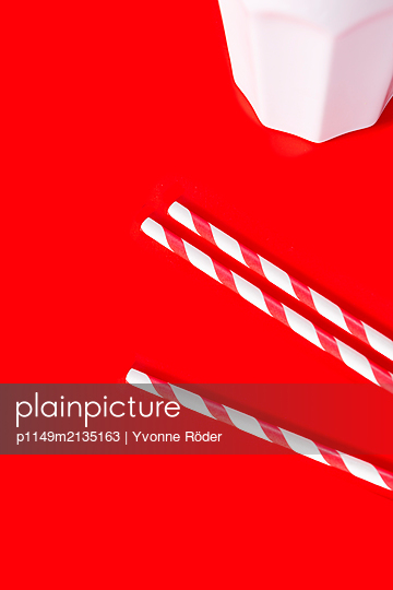 Drinking straws out of paper - p1149m2135163 by Yvonne Röder