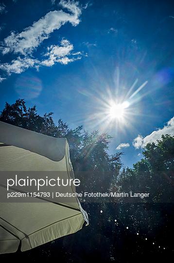 Sonne in Hamburg - p229m1154793 von Martin Langer