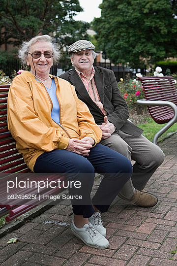 Senior couple in park - p9249525f by Image Source
