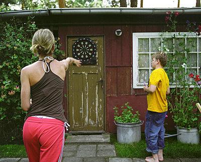 Dart spielen - p3530147 von Stüdyo Berlin