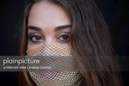 Young woman with fashionable mask - p1580m2214954 by Andrea Christofi