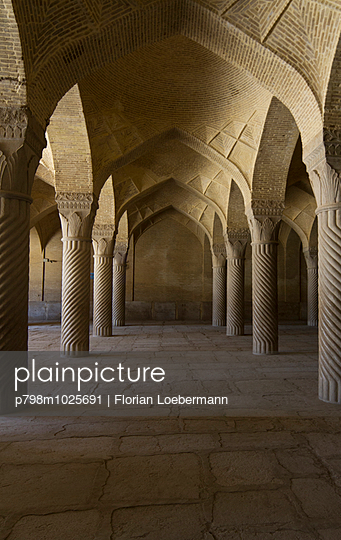 Gebetshalle in der Vakil Moschee - p798m1025691 von Florian Loebermann
