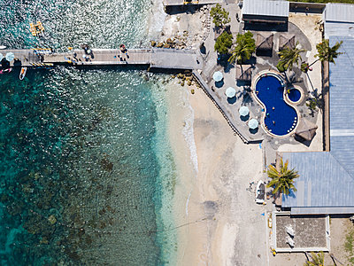 Hotel am Strand, Luftaufnahme - p1108m2090339 von trubavin