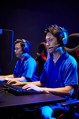 E-Sports image - p307m2023308 by Shingo Tosha