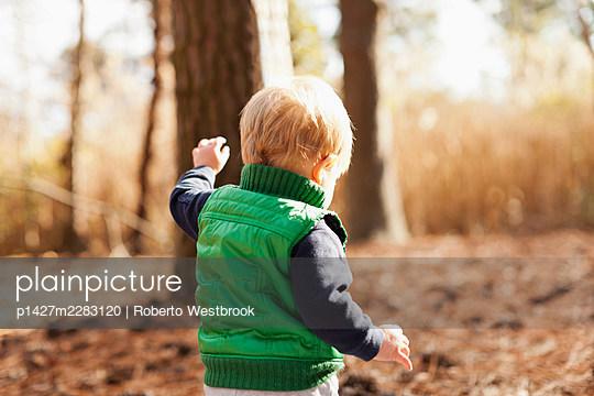 Boy walking in park - p1427m2283120 by Roberto Westbrook