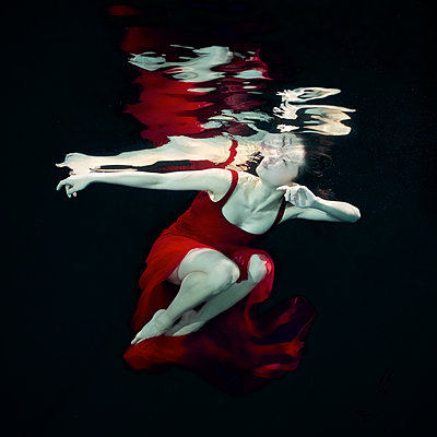 Unterwassertänzerin - p1554m2158703 von Tina Gutierrez
