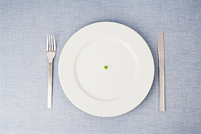 still life of single pill on plate - p3163002f by Lea Roth photography