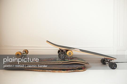 Skateboard-Stapel - p045m1169543 von Jasmin Sander