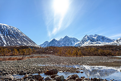 Snow-covered mountain range, Finnmark, Norway - p1168m2273451 by Thomas Günther