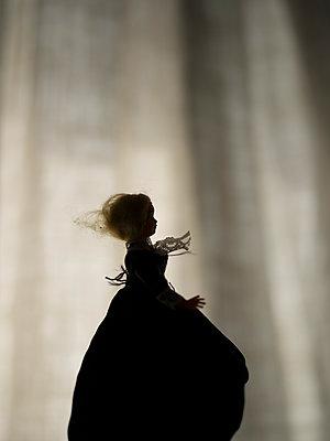 Silhouette einer Puppe - p945m1477523 von aurelia frey