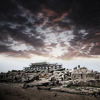 Tempelrestaurierung, Selinunte - p1038m1065634 von BlueHouseProject