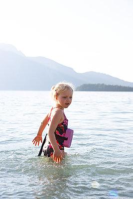 Go swimming - p454m2064403 by Lubitz + Dorner