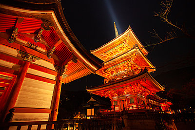 The To-ji temple lit up at night in Kyoto, Japan. - p924m2186232 by PhotoStock-Israel