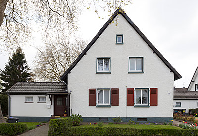 """Haus in der Arbeitersiedlung """"Dahlhauser Heide"""" in Bochum - p105m1025456 von André Schuster"""