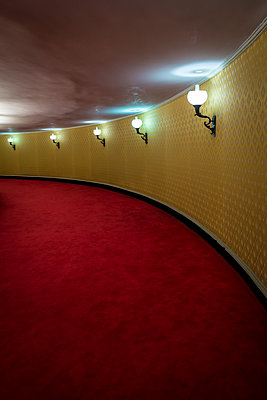 Corridor with red carpet and yellow wall - p1170m1573327 by Bjanka Kadic