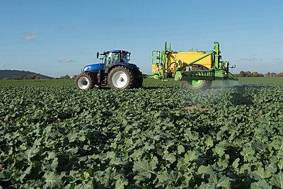 Working farmer - p1354m2285014 by Kaiser