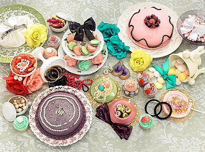 Jewelry, small cakes and tarts in pastel color   - p8477553 by Klara G