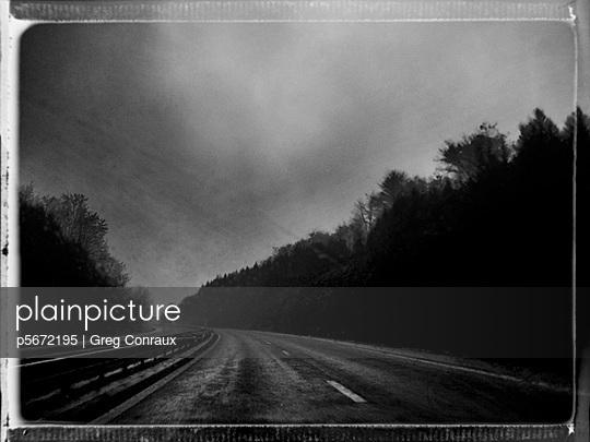 Düstere Reise - p5672195 von Greg Conraux