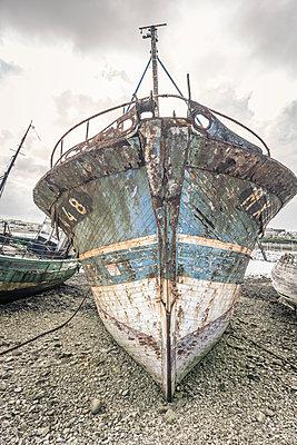 Ship cemetery - p1402m2081855 by Jerome Paressant