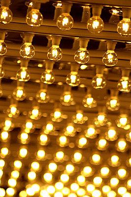 Brennende Glühlampen - p4150083 von Tanja Luther