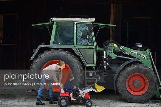 p981m2296466 by Franke + Mans