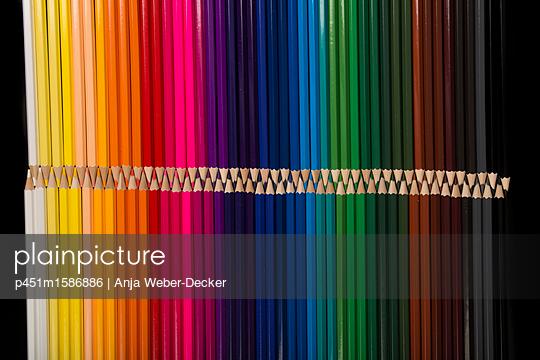 Viele Buntstifte - p451m1586886 von Anja Weber-Decker