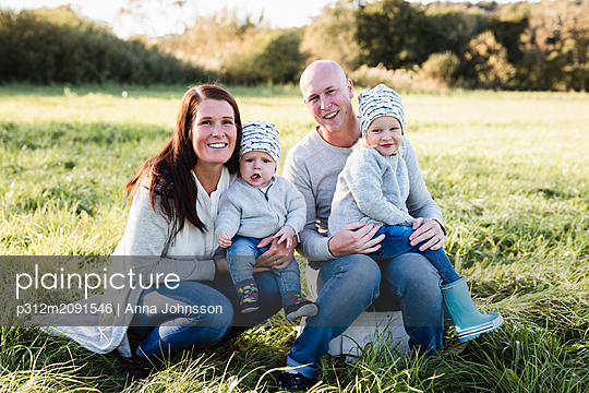 Family on meadow - p312m2091546 by Anna Johnsson
