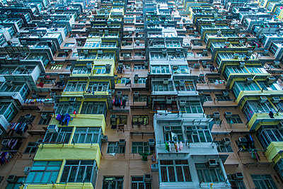 Apartment block in Hong Kong, China, Asia - p871m1082309 by Neil Emmerson