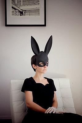 Woman in black dress and black bunny mask, portrait - p1105m2244919 by Virginie Plauchut