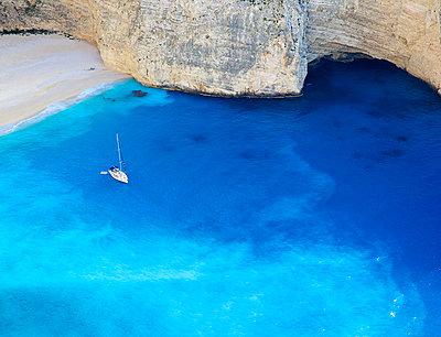 Navagio beach - p606m794212 von Iris Friedrich