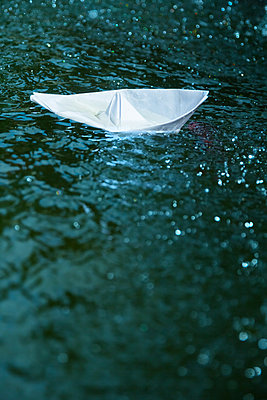 Paper boats - p739m1006881 by Baertels