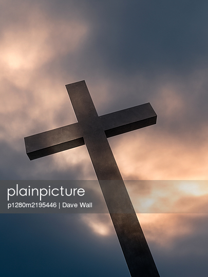 Large wooden cross against sunset clouds - p1280m2195446 by Dave Wall