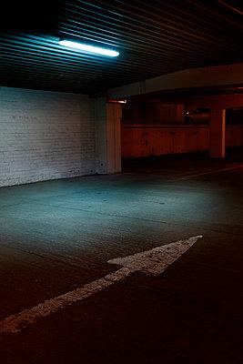 Tiefgarage - p1280m1578207 von Dave Wall