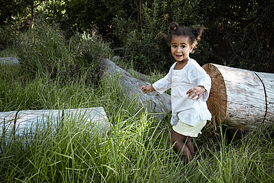 Little girl in white clothing in the countryside - p1640m2246081 by Holly & John