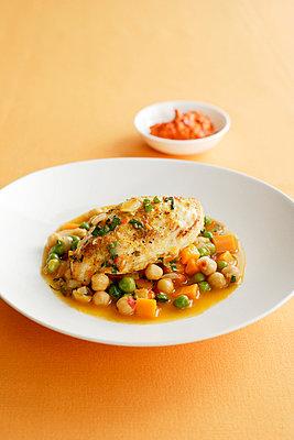 Bowl of chicken with chickpeas - p429m696554 by Brett Stevens