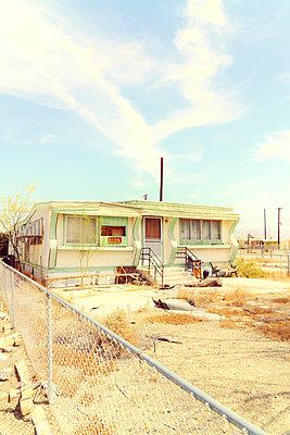 USA, California, Mobile home - p1154m2280954 by Tom Hogan