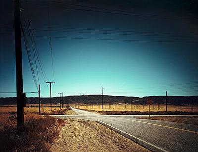 Street in California - p1171m994060 by SimonPuschmann