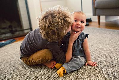 Großer Bruder, kleine Schwester - p1361m1332376 von Suzanne Gipson