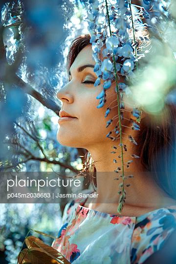 Frühlings-Portrait - p045m2038683 von Jasmin Sander