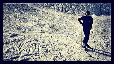 Skifahrer - p586m781021 von KNSY Bande