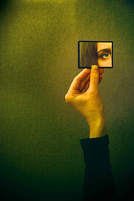 auge im spiegel - p627m670769 by Chris Keller