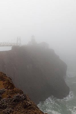 Point Bonita Lighthouse, San Francisco - p756m989563 von Bénédicte Lassalle